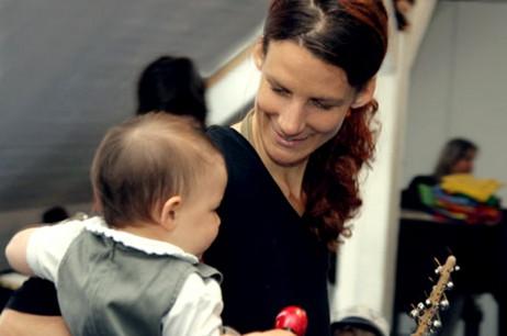 Eltern-Babies-Singen und -Musizieren